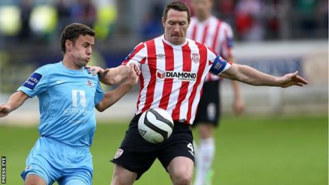 Drogheda United's David Cassidy in action against Barry Molloy of Derry City