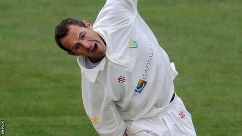 Dean Cosker bowling for Glamorgan