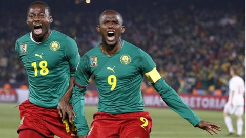Cameroon striker Samuel Eto'o (R) celebrates with midfielder Eyong Enoh