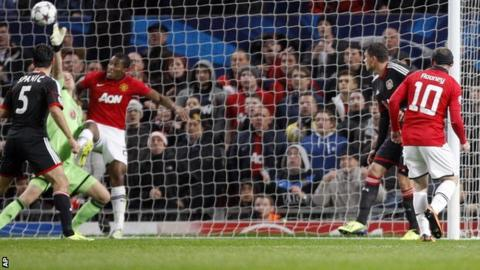 Wayne Rooney scores Manchester United's first goal