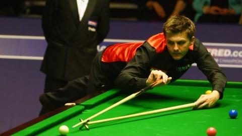 Ryan Day in action against lee at the 2009 World Championship
