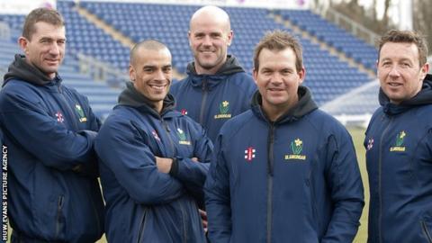 Steve Watkin (left) and Robert Croft (right) with Matthew Mott (second right)