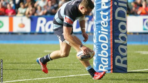 Alex Cuthbert scores his second try for Cardiff Blues