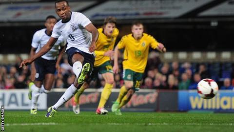 Saido Berahino scores a penalty