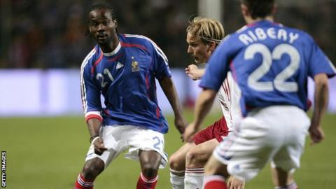 Pascal Chimbonda playing for France at the 2006 FIFA World Cup