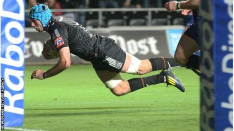 Justin Tipuric dives over for his second try against the Dragons