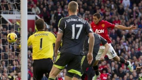 Javier Hernandez scores Manchester United's winner