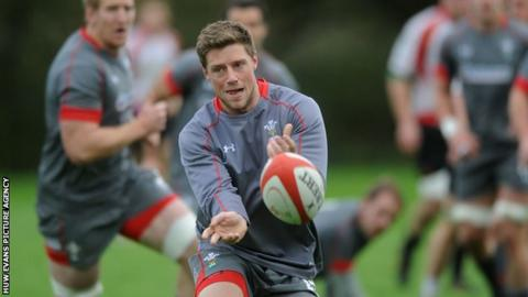 Rhys Priestland in training with Wales