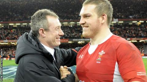 Rob Howley congratulates Gethin Jenkins after the 2013 Six Nations win over England in Cardiff