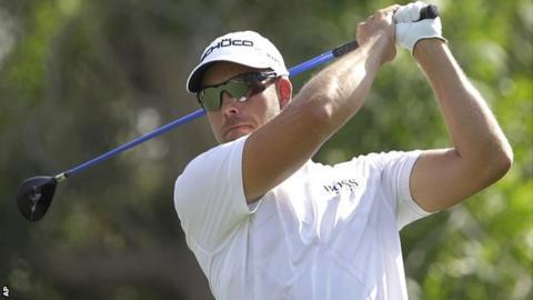 Henrik Stenson in third-round action at the World Tour Championship