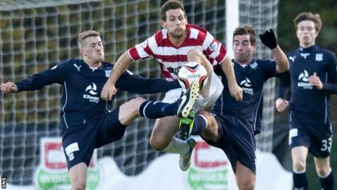 Hamilton and Dundee players