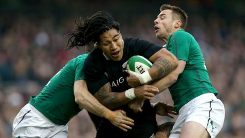 Gordon D'Arcy and Tommy Bowe halt the progress of All Black Ma'a Nonu as Ireland fall just short in Dublin