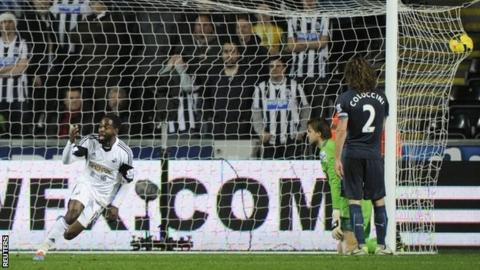 Nathan Dyer celebrates scoring