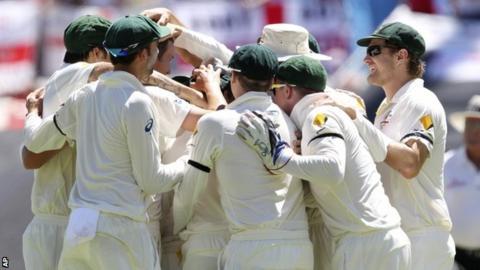 Australia celebrate Kevin Pietersen's wicket