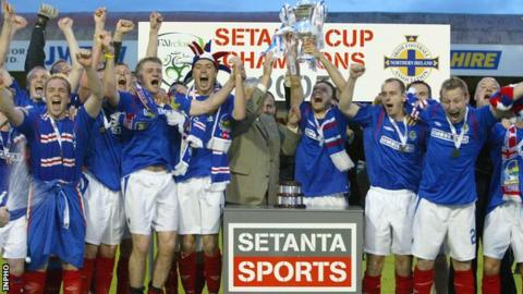 Linfield celebrate winning the inaugural Setanta Cup in 2005