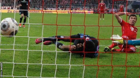 Mario Mandzukic puts Bayern Munich ahead against Marseille