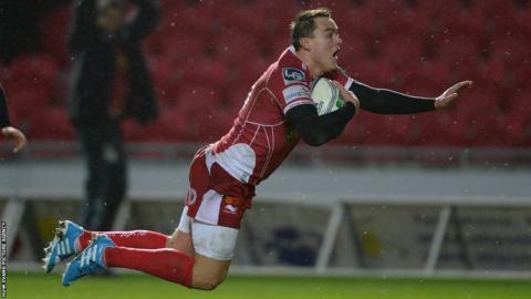 Gareth Maule goes over for Scarlets