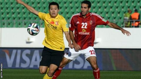 Guangzhou's Chinese midfielder Huang Bowen and Al Ahly Egyptian midfielder Mohamed Aboutrika