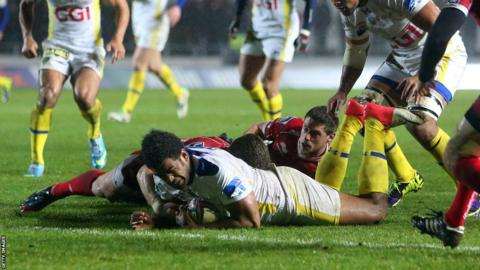 Napolioni Nalaga scores his second and Clermont's fourth in their 31-13 win