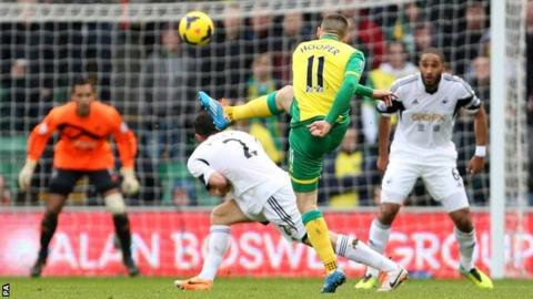 Gary Hooper equalises for Norwich