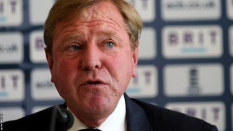 Hugh Morris announced he was stepping down as England's managing director to return to Glamorgan as chief executive and director of cricket in 2014.