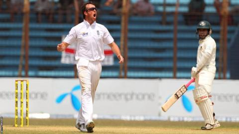 16 Mar 2010CHITTAGONG, BANGLADESH - MARCH 16: England bowler Graeme Swann celebrates after taking the wicket of Bangladesh batsman Junaid Siddique for 106 runs during day five of the 1st Test.