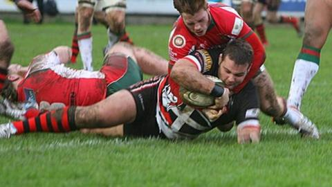 Jack Andrew scoring a try against Plymouth Albion.