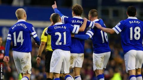Nikica Jelavic and Everton celebrate