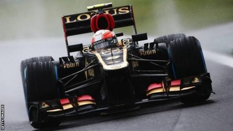 Romain Grosjean races the Lotus at the Brazilian Grand Prix