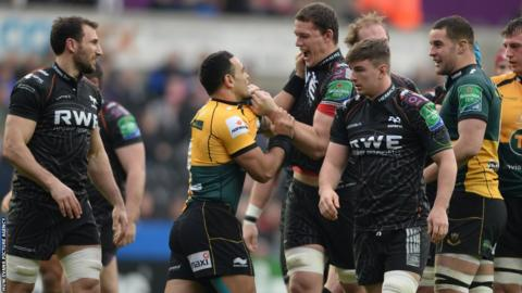 Ospreys lock Ian Evans and Kahn Fotuali'i square up to each other