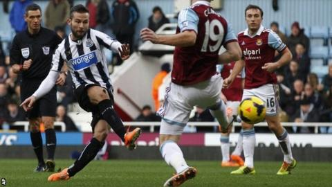 Yohan Cabaye scores Newcastle's first goal