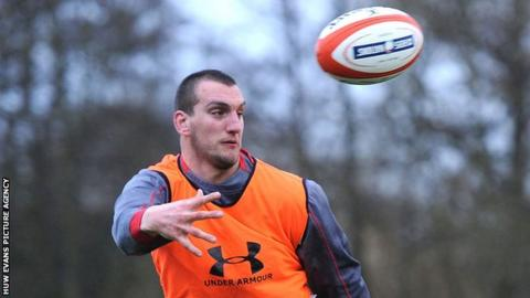 Sam Warburton in training with Wales