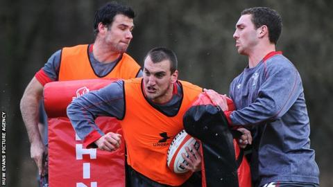 Sam Warburton (centre) during Wales training