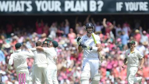 Kevin Pietersen dismissed in the fifth Ashes test