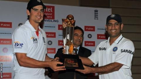 England captain Alastair Cook (L) and his India counterpart MS Dhoni with the Champions Trophy
