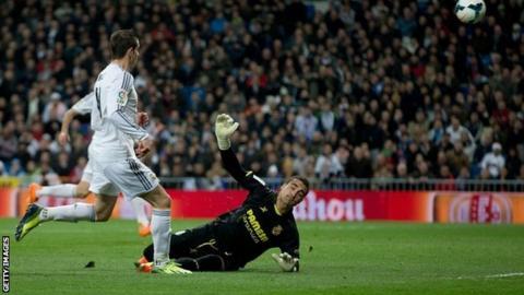 Gareth Bale scores
