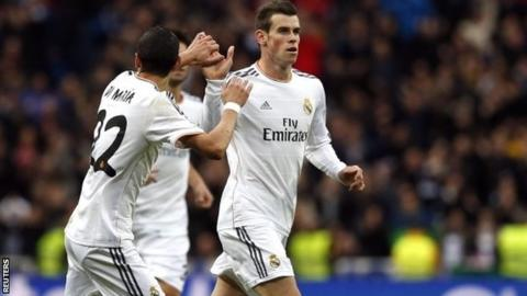 Real Madrid's Gareth Bale (right) is congratulated by his teammate Angel Di Maria