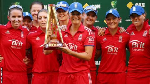 England celebrate beating Australia women