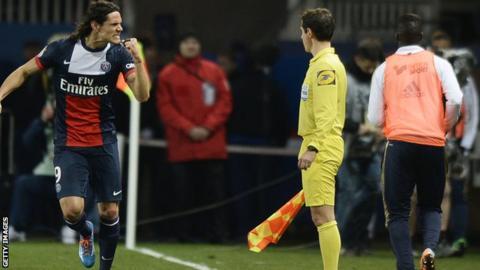Edinson Cavani scores as PSG win