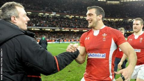 Robert Howley and Sam Warburton celebrate winning the 2013 Six Nations