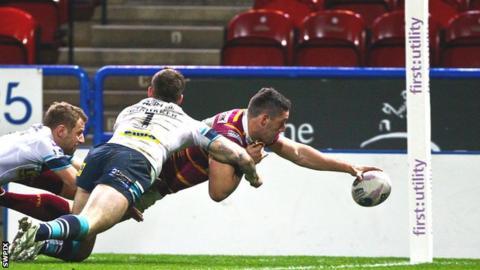 Joe Wardle scores a try for Huddersfield