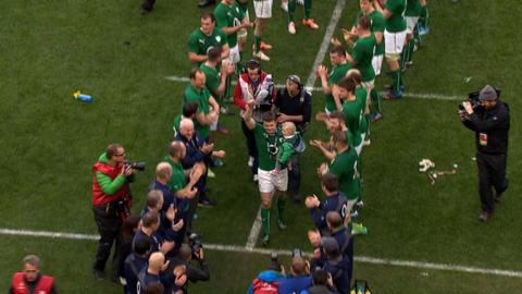 Brian O'Driscoll bids an emotional farewell to the home fans after playing his final match on home soil