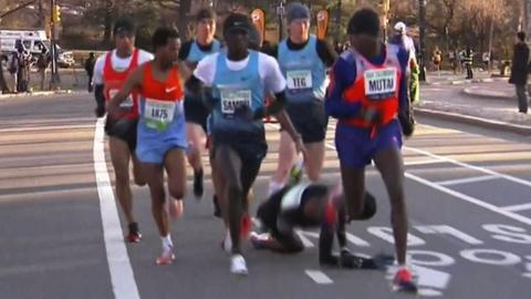 Mo Farah takes a tumble in New York half marathon
