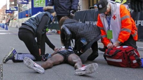 Mo Farah collapses