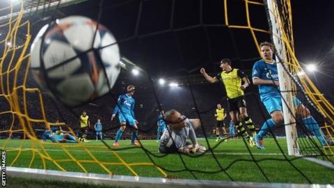 Sebastian Kehl scores for Borussia Dortmund