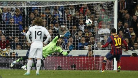 Lionel Messi scores the winner