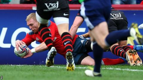Keith Earls opens the scoring for Munster