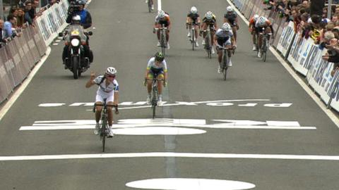 Tour of Flanders: Lizzie Armitstead second to retain World Cup lead