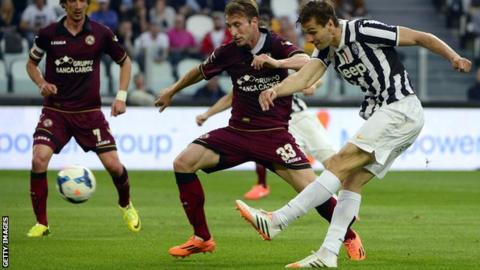 Juventus beat Livorno thanks to Fernando Llorente's brace