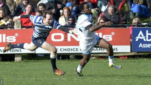 Carlin Isles scores a try for Glasgow Warriors